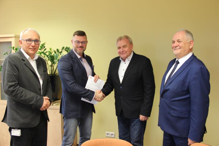 podpisanie-umowy-pge-giek-i-dolnoslaska-instytucja-posredniczaca-we-wroclawiu-jpg