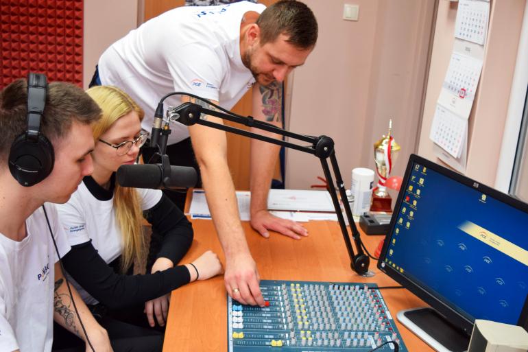 zedo-sylwia-korczak-odtworzenie-radiowezla-szkolnego-i-warsztaty.jpg