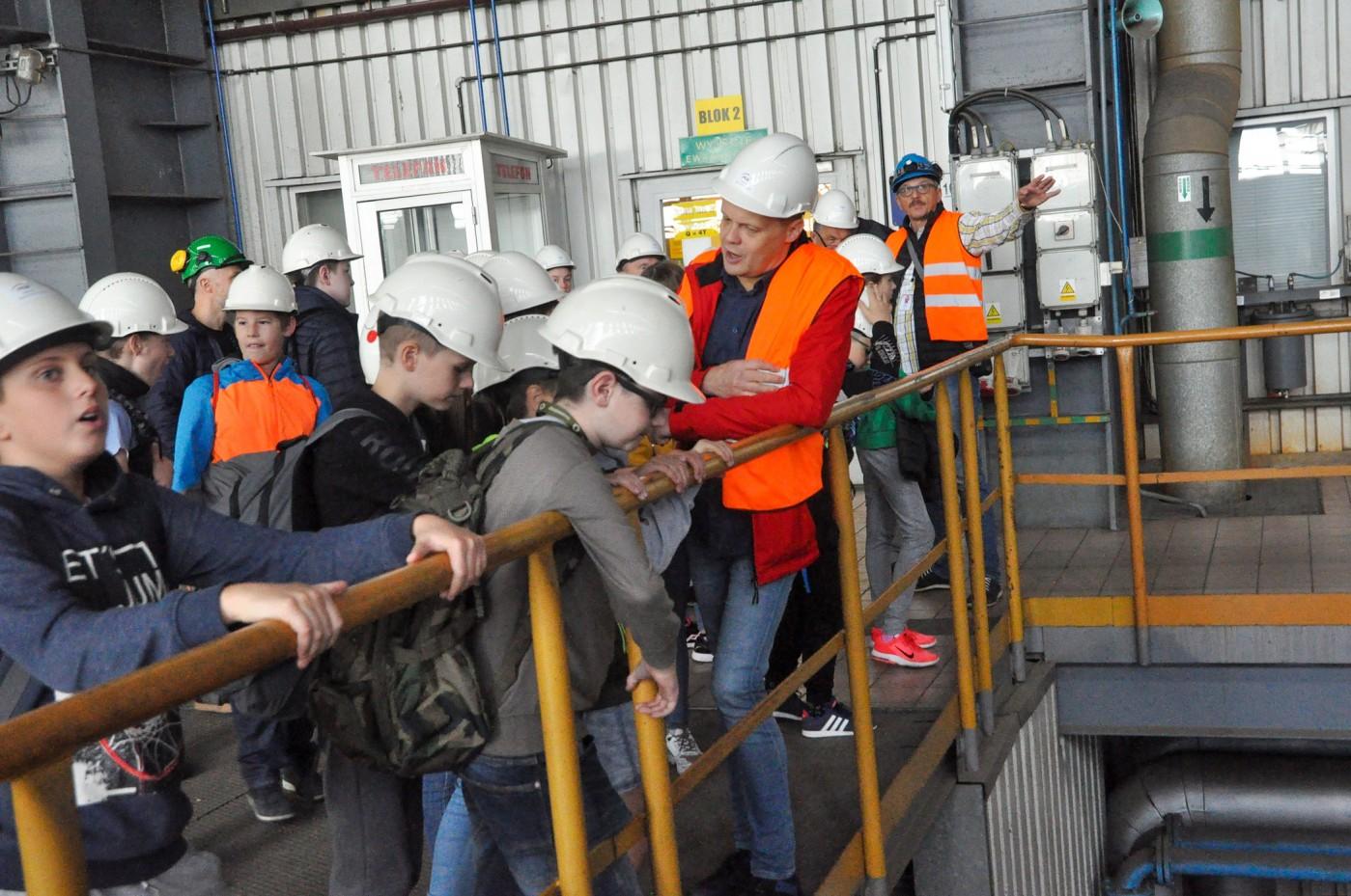 zwiedzanie-maszynowni-blokow-1-4-elektrowni.jpg